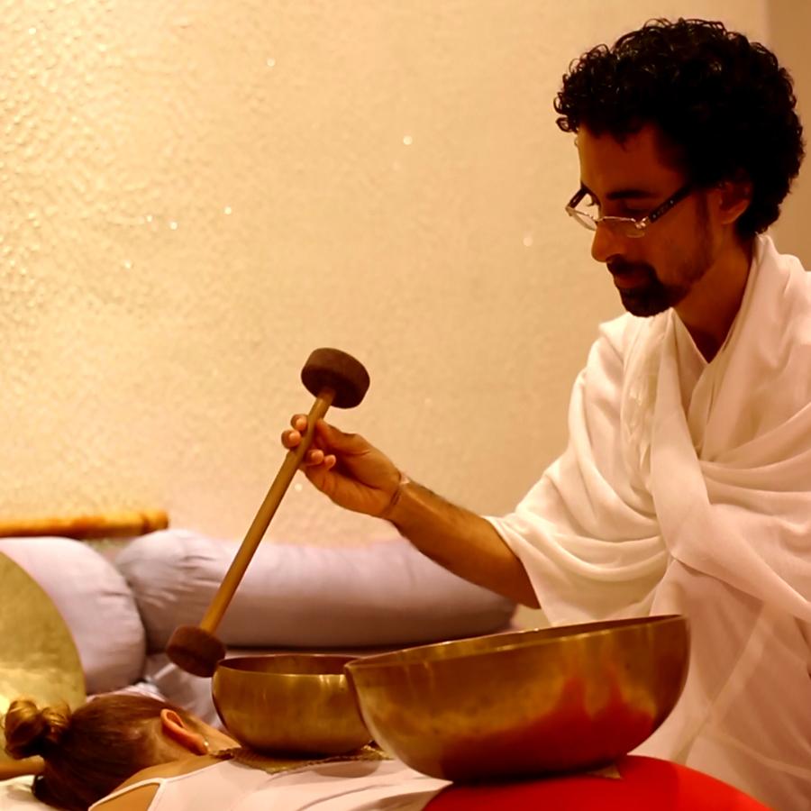 Massagem Sonora com Taças Tibetanas